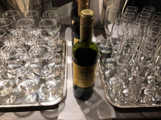 東京マリオットホテルのエグゼクティブラウンジの赤ワイン