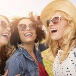 笑顔の3名の女性