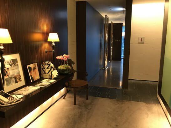 フォーシーズンズホテル東京のMOTIFのトイレ入り口