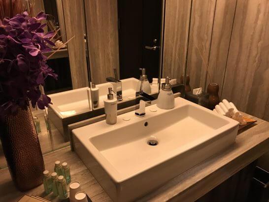 シャングリ・ラ ホテル 東京のホライゾンクラブラウンジのトイレ (2)