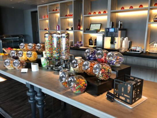 東京マリオットホテルのエグゼクティブラウンジのオールデイスナックのお菓子類全体
