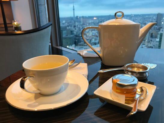 シャングリ・ラ ホテル東京のホライゾンクラブラウンジのハーブティー