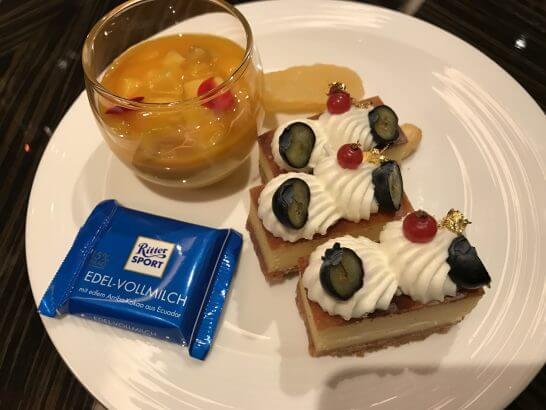 シャングリ・ラ ホテル 東京のホライゾンクラブラウンジのスイーツ