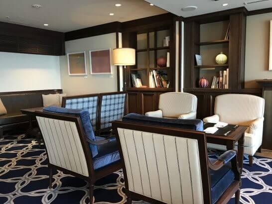 横浜グランドインターコンチネンタルホテルのクラブラウンジ(朝食時・ソファー席)