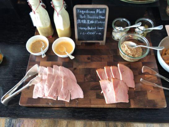 ホライゾンクラブラウンジの朝食 (鹿児島黒豚ボンレスハム、ハニーベイクドハム)
