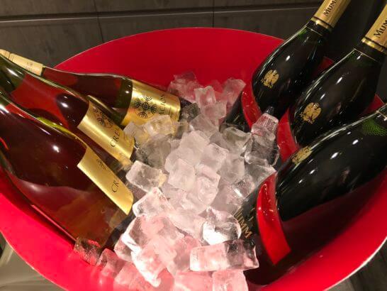 東京マリオットホテルのエグゼクティブラウンジのシャンパン、白ワイン