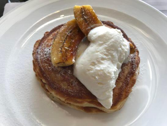 ホライゾンクラブラウンジの朝食 (パンケーキ)