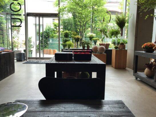 ニコライ・バーグマン・フラワーズ&デザインのフラッグシップショップのデスク