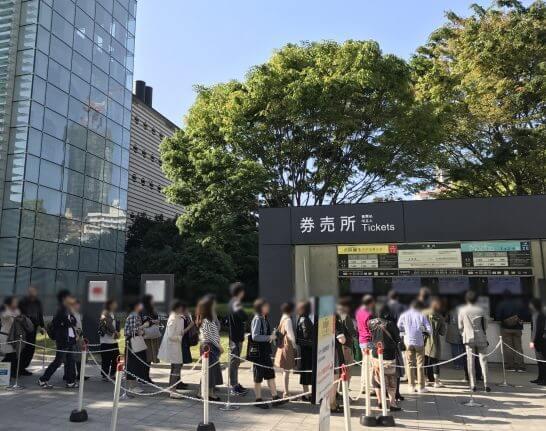 国立新美術館のチケット売り場の大行列 (2)
