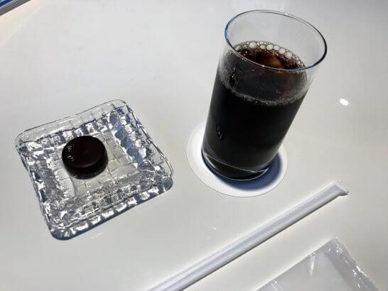 ダイナース銀座ラウンジのアイスコーヒーとブルガリ イル・チョコラート