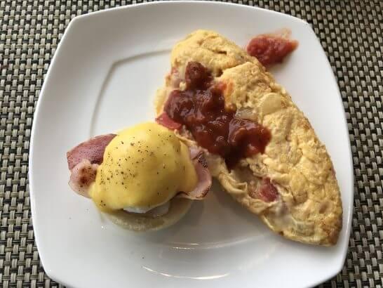 ヒルトン東京台場の朝食(オムレツとポーチドエッグ)
