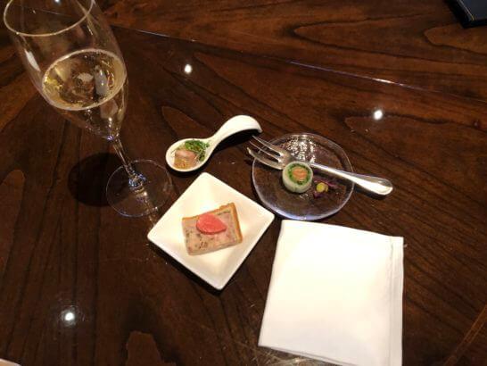 ラグジュアリーソーシャルアワー(パークハイアット東京)のシャンパンとフィンガーフード