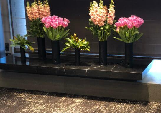 ダイナースクラブ 銀座プレミアムラウンジのニコライ・バーグマンの花