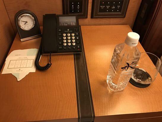 ターンダウンサービスの水と照明スイッチの説明