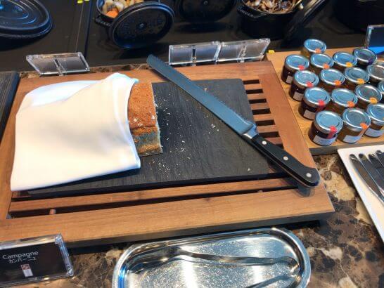 ザ・プリンスギャラリー 東京紀尾井町のクラブラウンジの朝食 (パン)