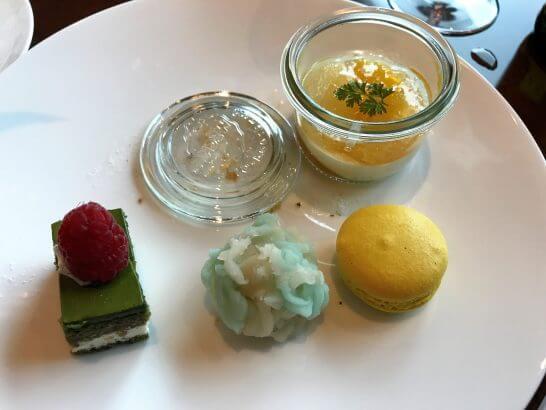 ザ・プリンスギャラリー 東京紀尾井町のクラブラウンジの和菓子、パンナコッタの白ワインジュレなど