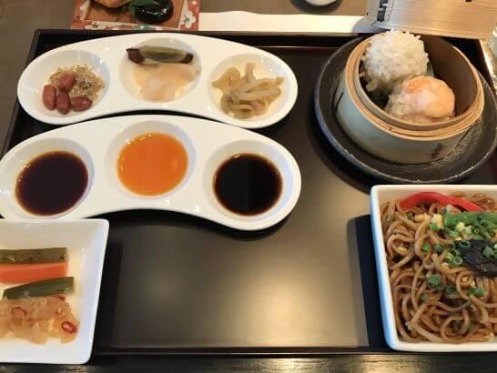 ピャチェーレの朝食ビュッフェの中華料理