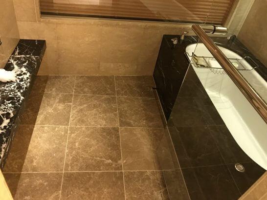 ターンダウンサービス後の浴室