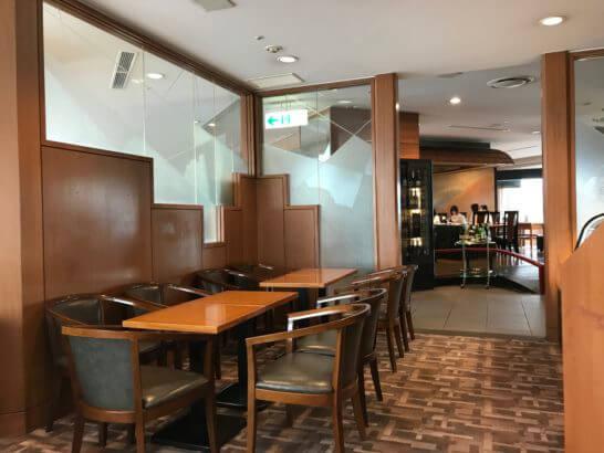 帝国ホテル東京の嘉門のデザートを食べるスペース (2)