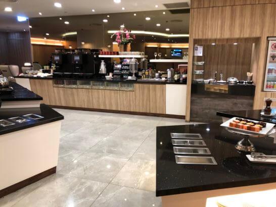 シンガポール・チャンギ国際空港のSATS Premier Loungeのフードコーナー