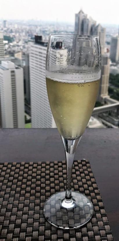 ダイヤモンドダイニングの株主優待で飲んだシャンパン