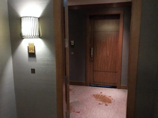 ザ・リッツ・カールトン東京のスイートルームの入り口