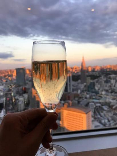 パークハイアット東京のジランドールのシャンパン(景色が映り込んでいる)