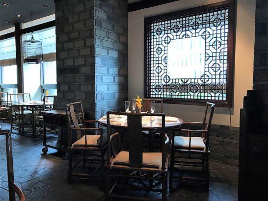 ザ・ペニンシュラ東京の中国料理「ヘイフンテラス」のテーブル席