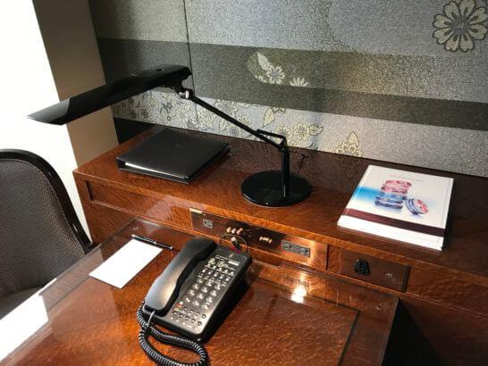 ザ・リッツ・カールトン東京のスイートルームのデスク