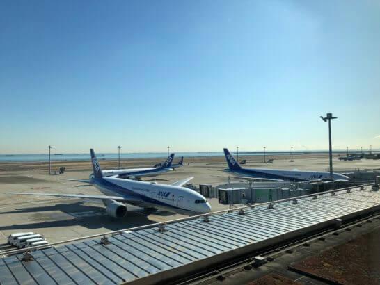 ANAの飛行機(羽田エクセルホテル東急の客室から)朝