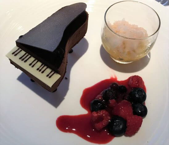 ヘーゼルナッツとチョコレートのムース ライチのグラニテとエキゾチックフルーツのマリネ