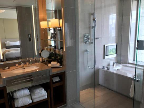 パレスホテル東京のグランドデラックスツインの洗面台・バスルーム