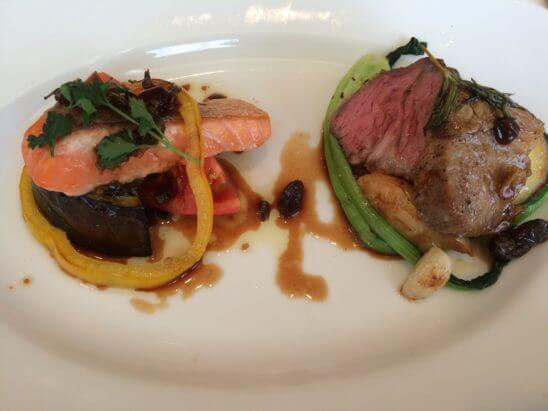 伊勢丹のレストラン・キハチのサーモンと豚肉料理