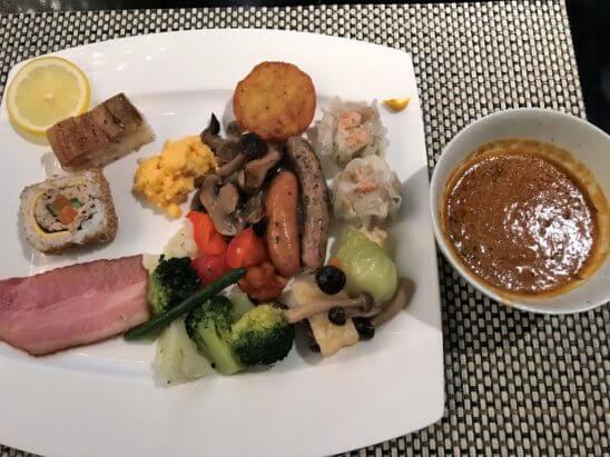 ANAインターコンチネンタルホテル東京の朝食のホットミール、寿司
