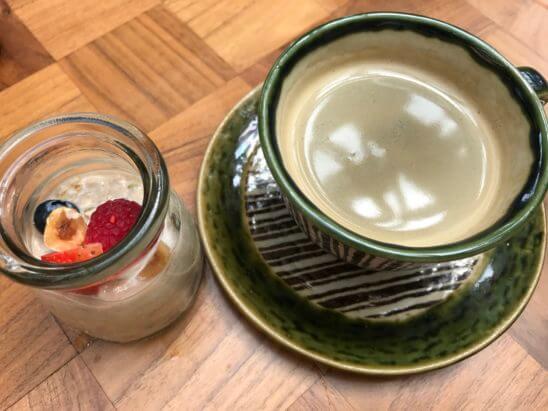 アンダーズ東京の朝食(ミューズリーとコーヒー)