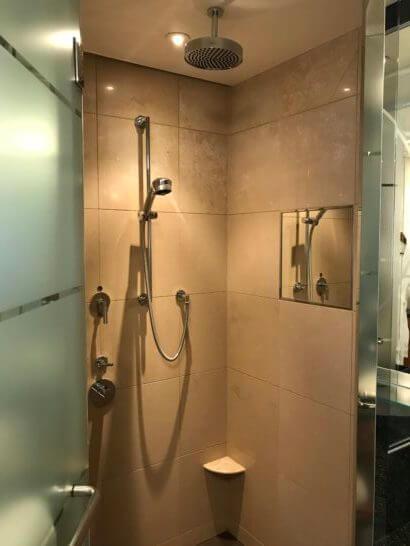 ザ・リッツ・カールトン東京のスイートルームのシャワー