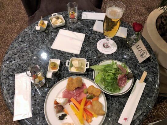 名古屋マリオットアソシアホテルのエグゼクティブ・ラウンジのカクテルタイムの食事