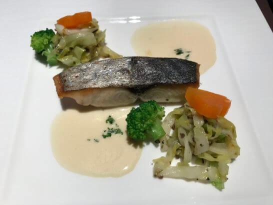 フルーツパーク富士屋ホテルの夕食の魚料理