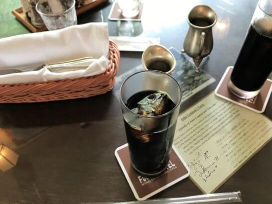 ジョン・レノンとオノ・ヨーコが使ったテーブル(富士屋ホテル)のコーヒー