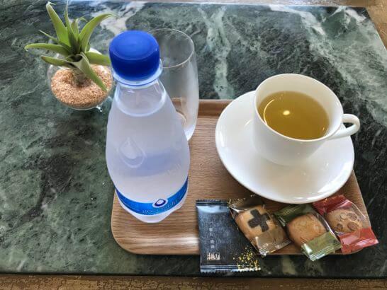 椿山荘のパゴダラウンジの水・コーヒー
