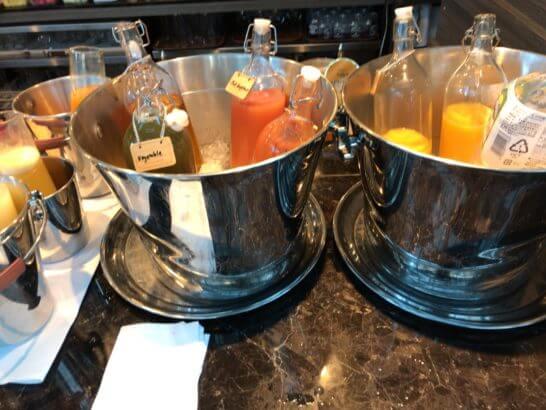 東京マリオットホテルの朝食のジュース
