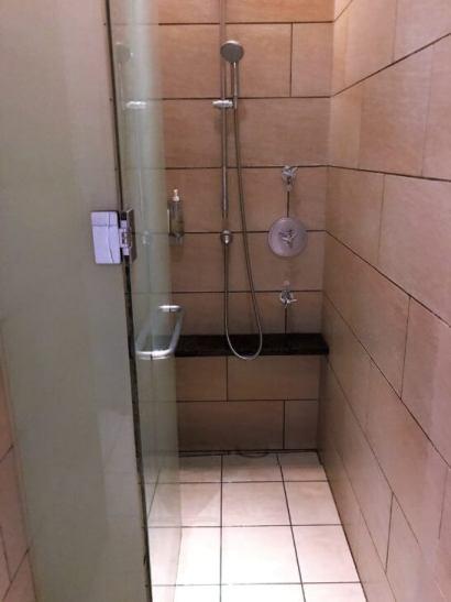 シャングリ・ラ ホテル 東京のCHIスパ (シャワー)