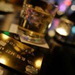 バーのテーブルに置くラグジュアリーカード(ゴールドカード)