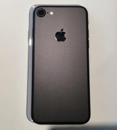 iPhone Xの上にiPhone 7を乗せたところ