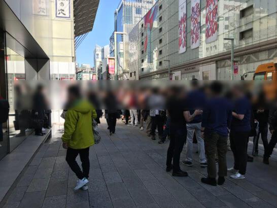 アップルストア銀座店前のiPhone X発売日の行列