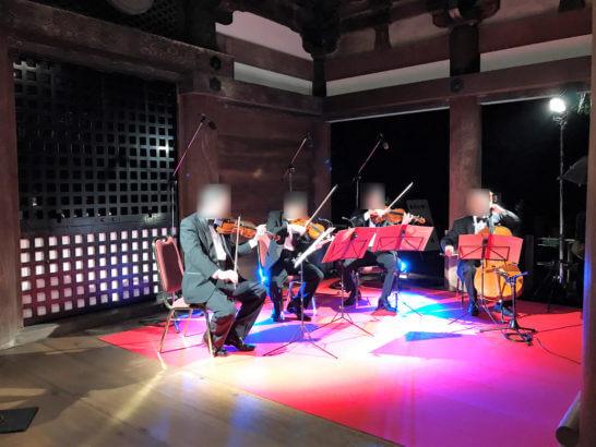夜の清水寺(アメックスの夜間参拝イベントの管弦四重奏