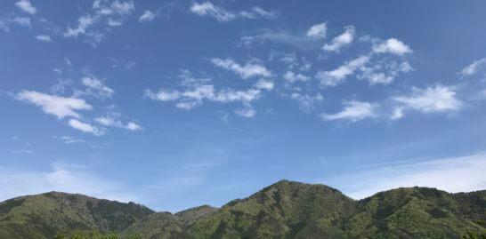 山梨の山と青空