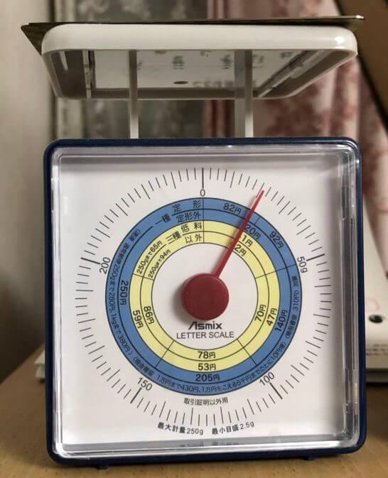 ラグジュアリーカード(ゴールドカード)の重量(約21g)