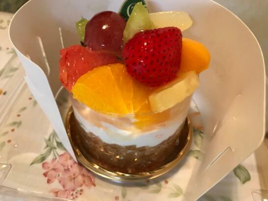 ルミネで買ったフルーツケーキ