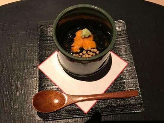 ひのきざかのおぼろ豆腐 ウニ 海苔餡 あられ 山葵